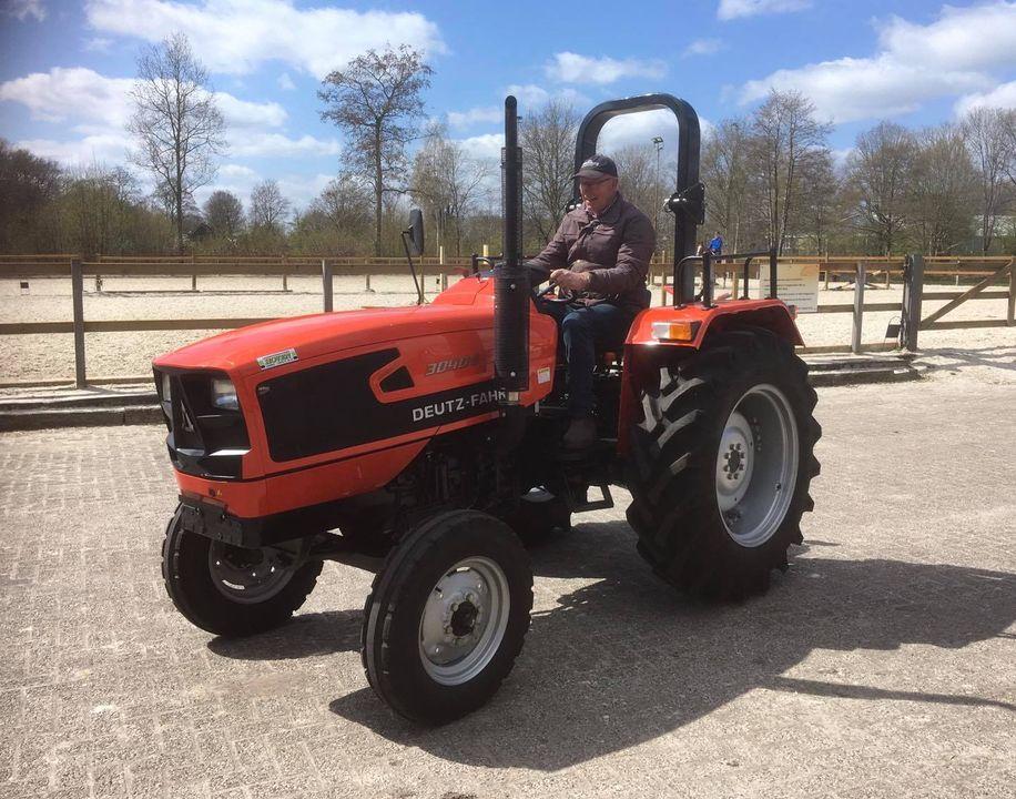 Nieuwe tractor ter vervanging van onze oude (stuurloze) Ford